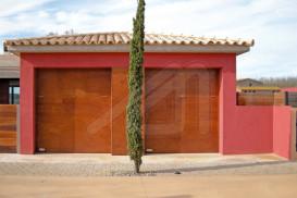 Porta de garatge basculant de fusta