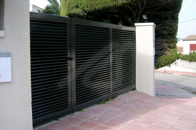 Puertas de garaje batientes aluminio angel mir ngel mir for Puerta garaje metalica