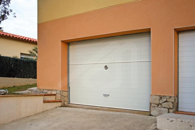 Puerta de garaje basculante panel s ndwich angel mir - Puertas de garaje murcia ...