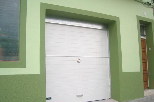 Puertas de garaje basculantes gallery of motores puertas for Puerta garaje basculante