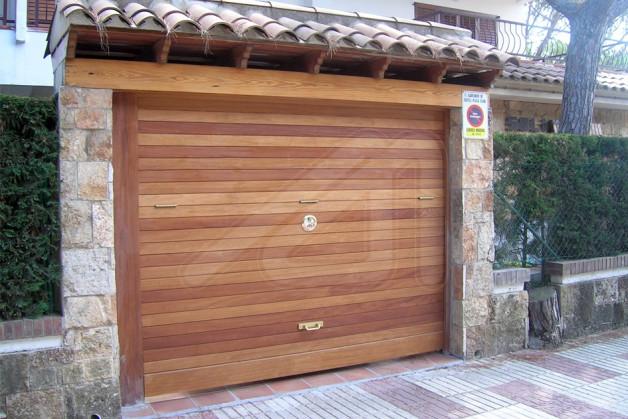 Puerta basculante garaje fabulous puerta basculante for Puerta garaje basculante precio