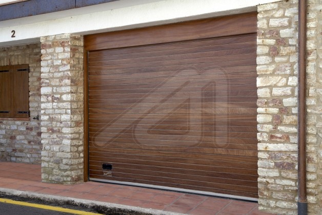 Puertas de garaje seccionales madera angel mir ngel mir - Puertas de garaje de madera ...