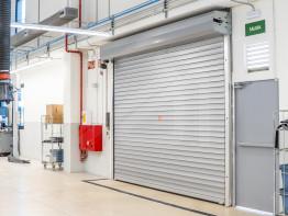 Roller shutter for industrial uses