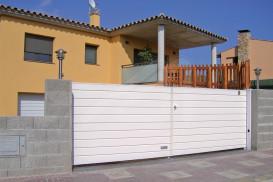 Puertas de garaje batientes panel Sándwich