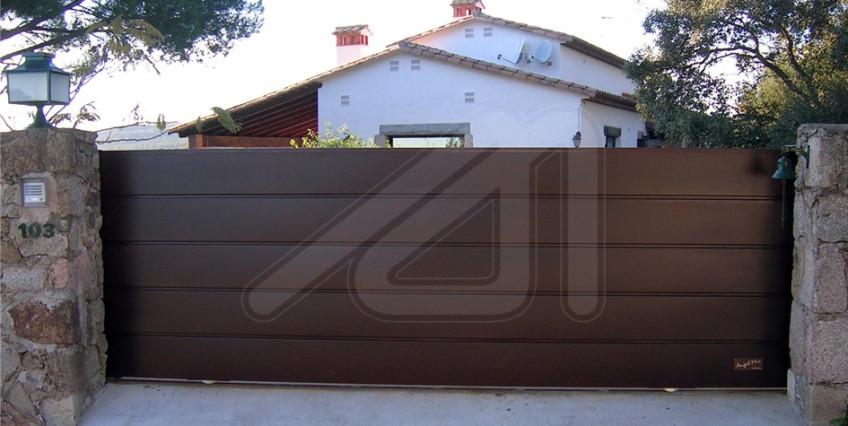 Puertas de garaje correderas autom ticas o manuales for Puertas corredizas de metal