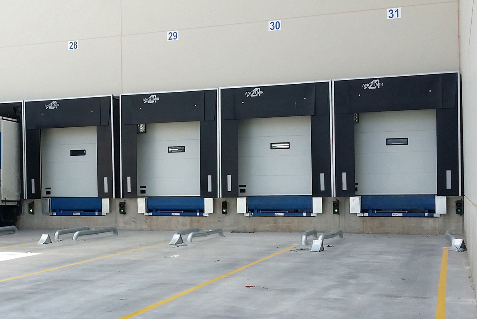 dock leveller loading bay