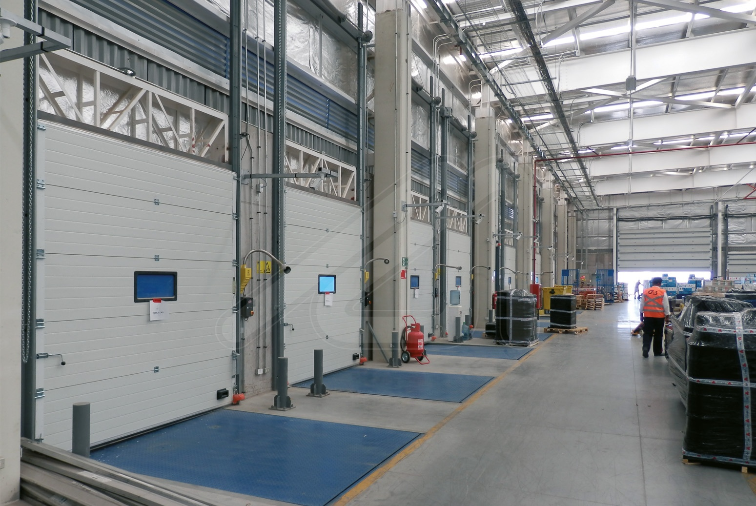 Safety elements for the loading dock