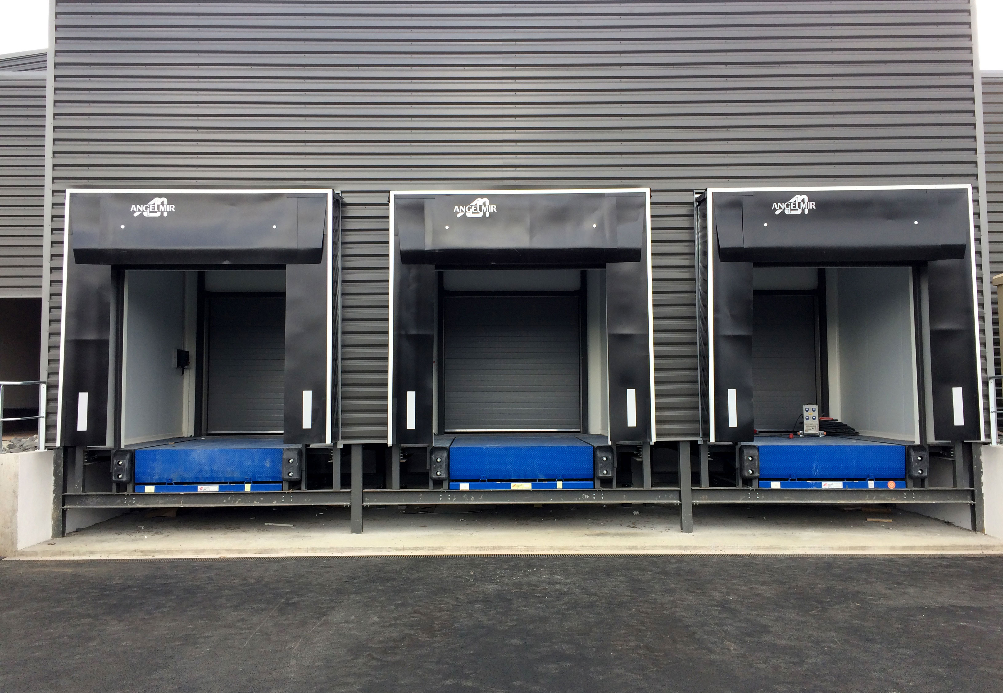 Iindustrial Doors Amp Loading Bay Equipment United Arab