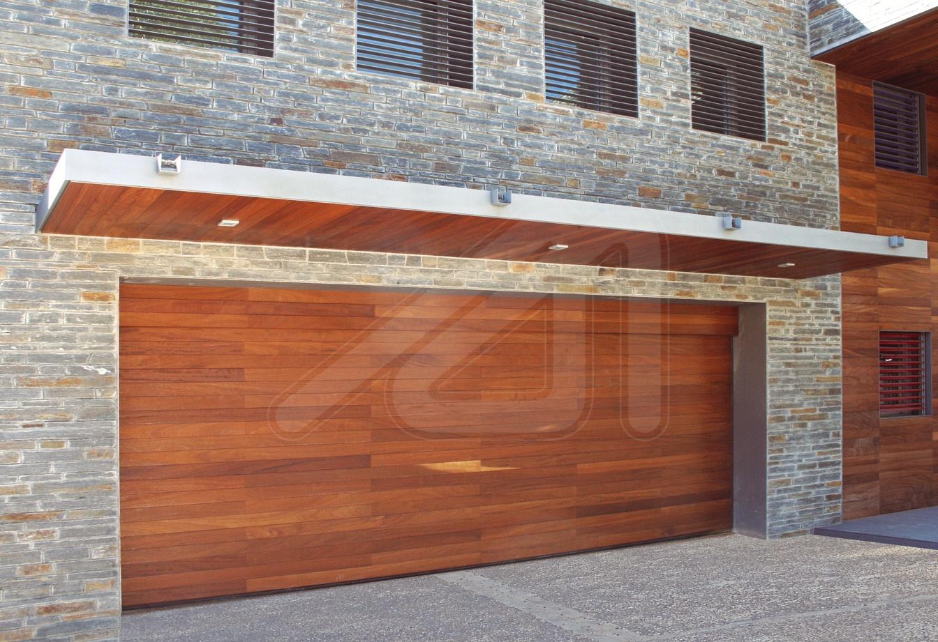 Puerta de garaje seccional panel s ndwich angel mir for Puertas de madera para garage