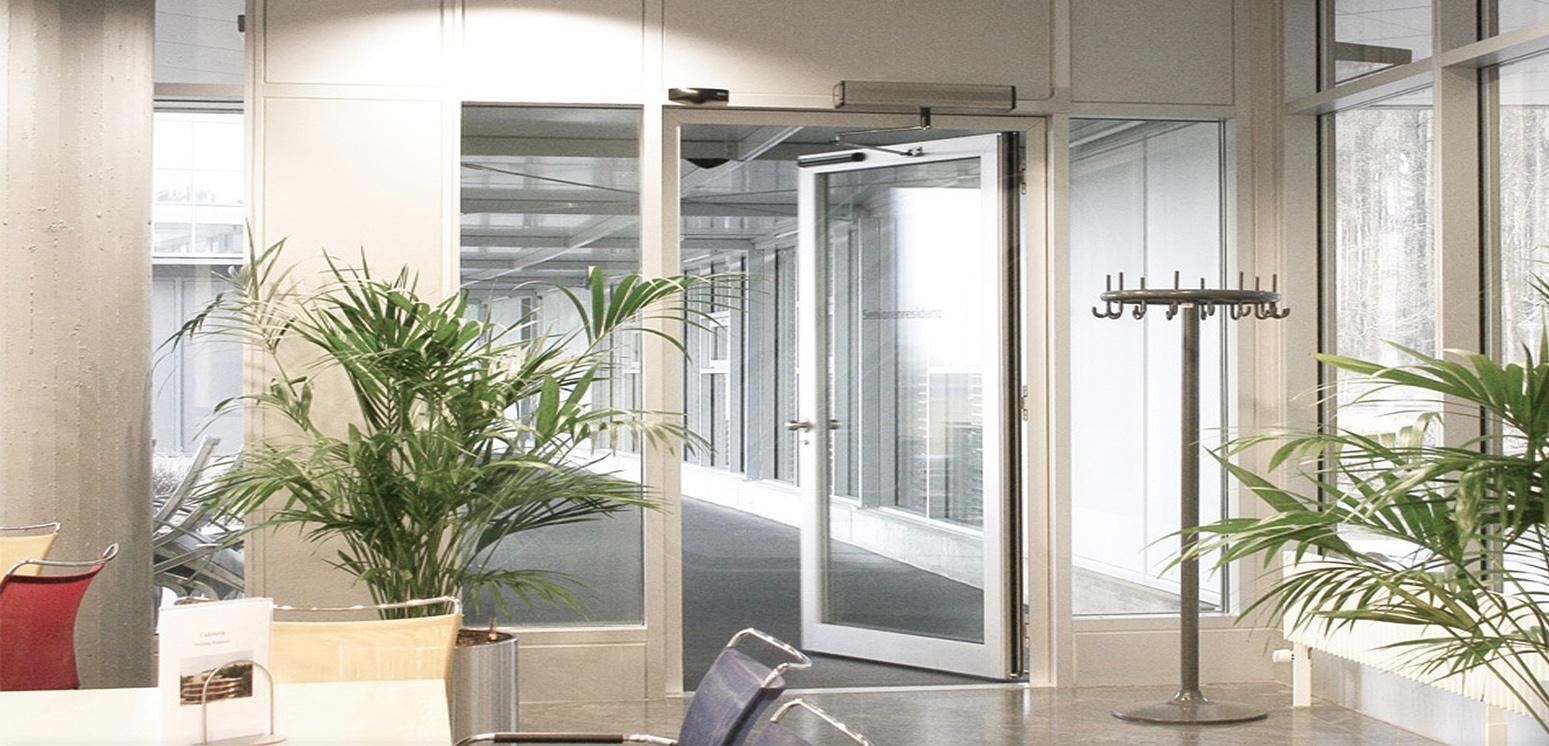 Puerta pass glass telesc pica angel mir ngel mir for Puertas para oficina