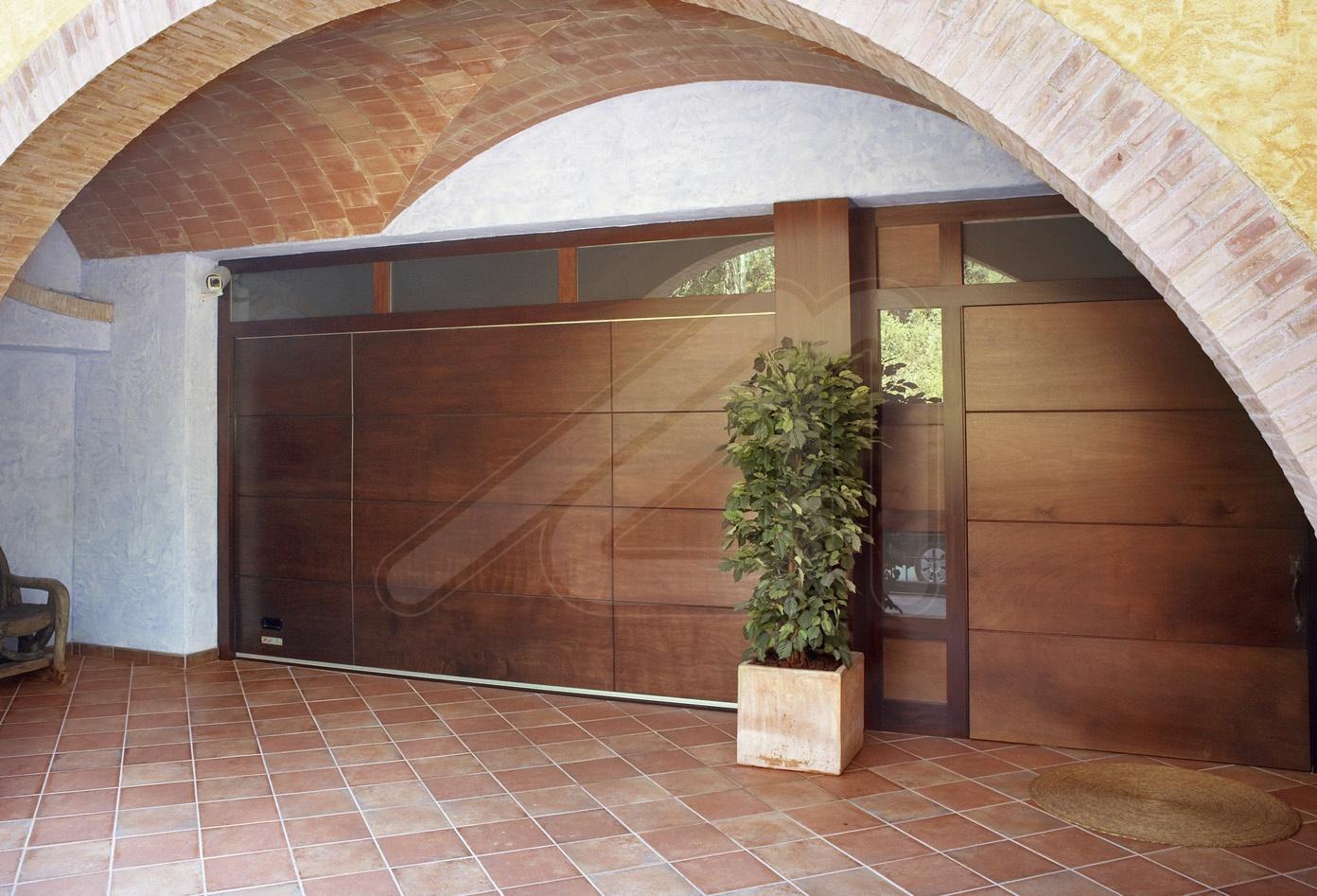 Puerta de garaje seccional panel s ndwich angel mir - Pintura para suelos de garaje ...